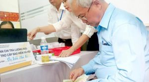 Điều kiện và thời gian công tác khi nghỉ hưu ở độ tuổi cao hơn