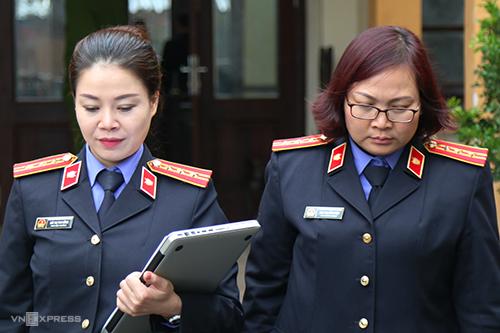 Hai nữ kiểm sát viên tại toà