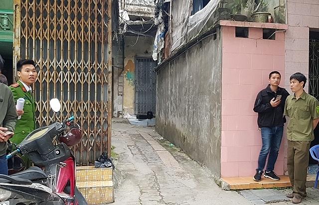 Lực lượng chức năng phong tỏa khu nhà xảy ra án mạng