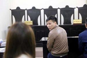 Nguyễn Việt Cường (nghệ danh Châu Việt Cường) có mặt tại tòa.